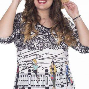 Camiseta en cuello pico y manga francesa para mujer en tallas grandes aberturas laterales.